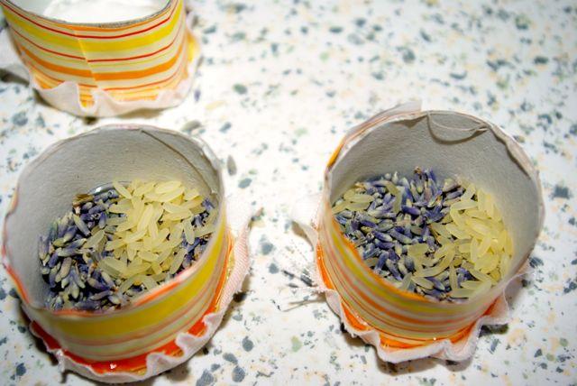 Dosen füllen mit Reis