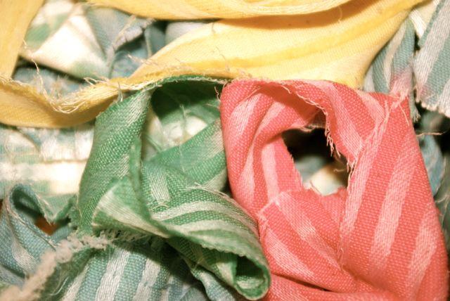 Stoffstreifen gefärbt