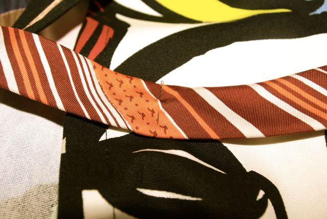 Krawatte feststecken