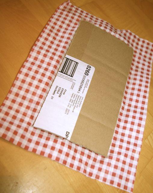 Pappe auf Geschenkpapier