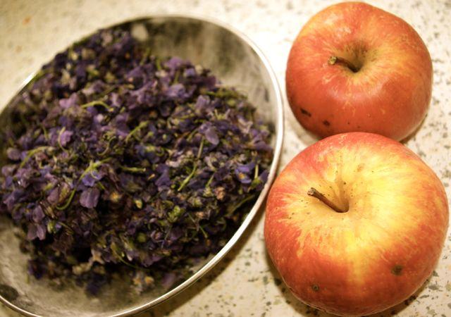 Veilchen und Apfel