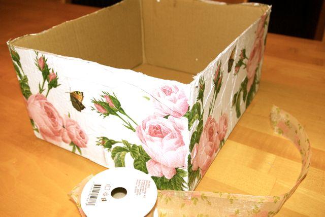 Kiste beklebt