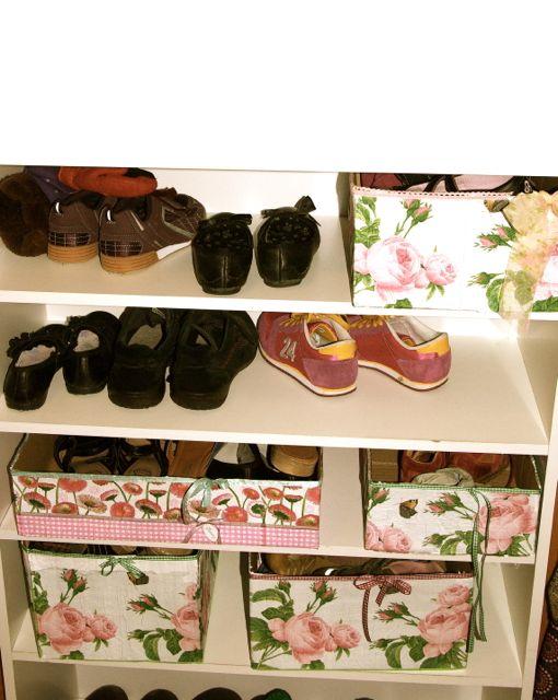 Schuhschrank mit Kisten