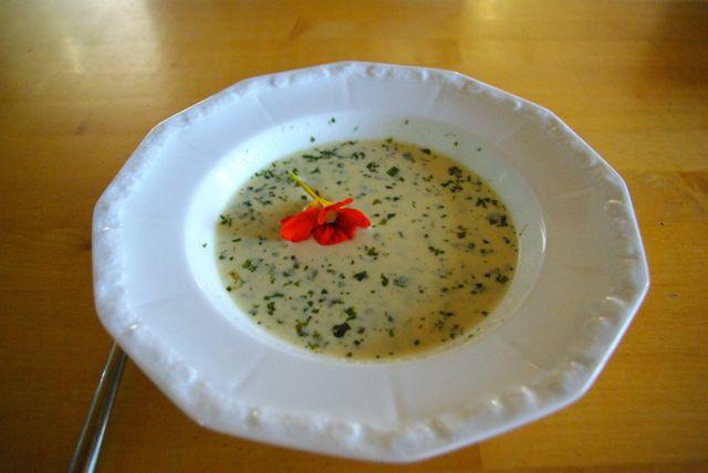 Suppe am Tisch