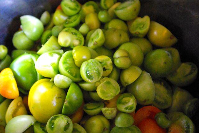 grüne Tomaten geschnippelt
