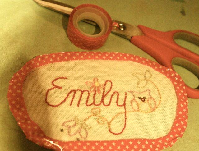 Emily umklebt