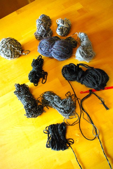 schwarze Wollreste