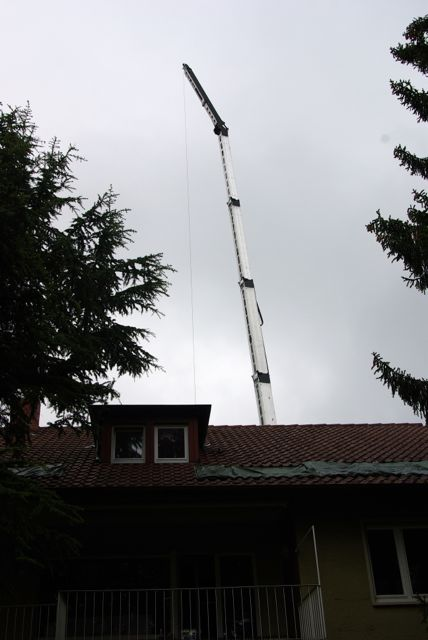 Kranarm über Dach