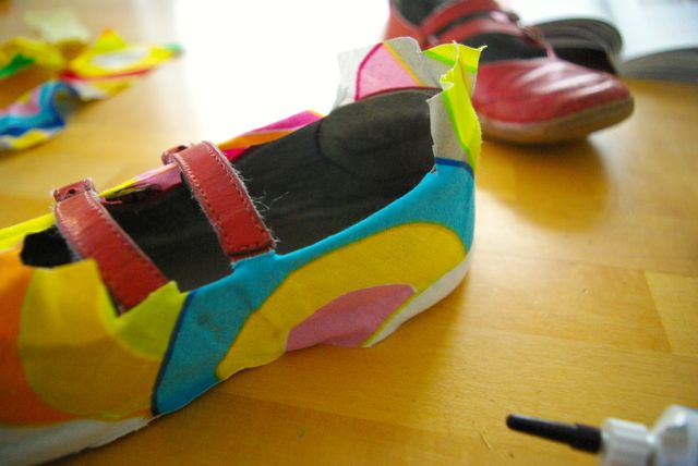 Schuh bekleben