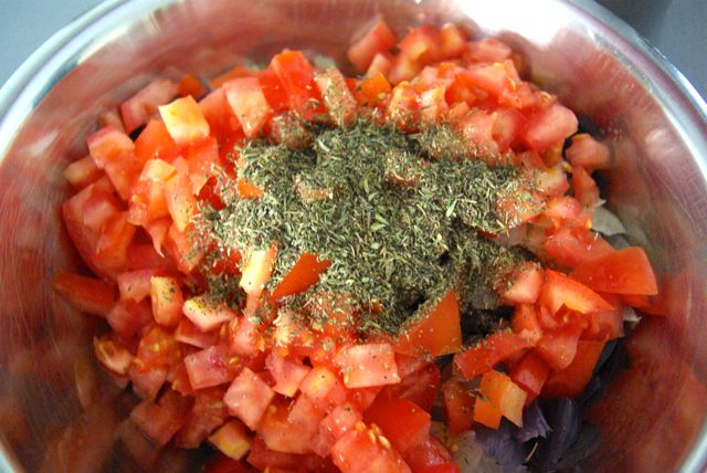 Tomaten würzen