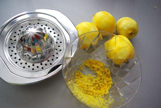 Zitronen abreiben
